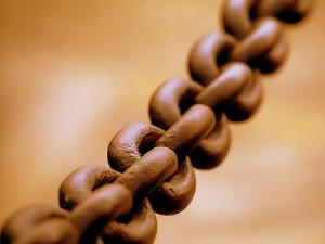 Broad Iron Chain symbolizing the link between contributions and accounting for churches. Image by Toni Lozano